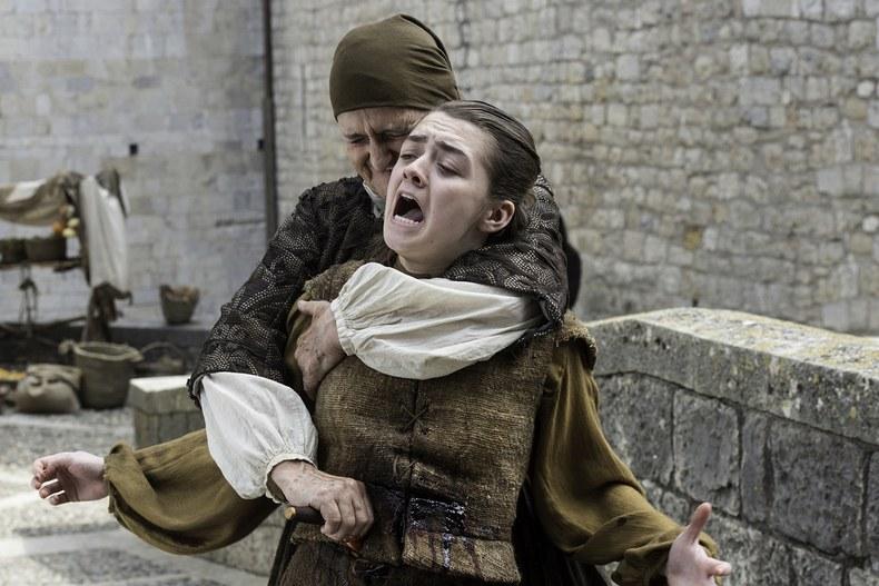 Arya Stark bıçaklandı