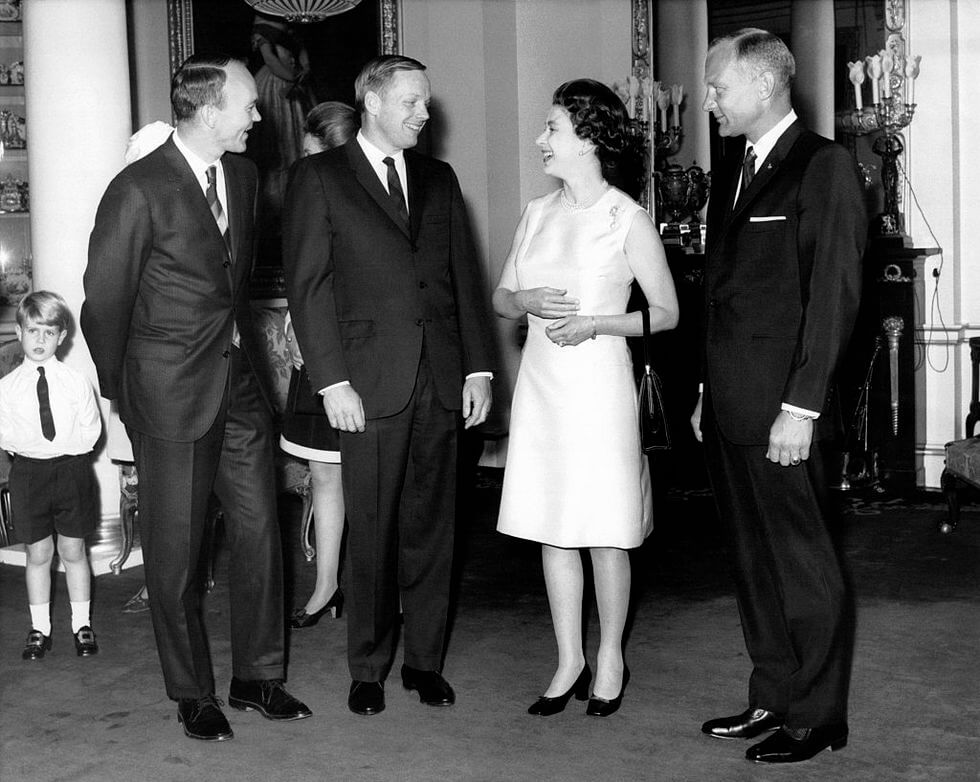 Kraliçe Elizabeth Neil Armstrong Buzz Aldrin Michael Collins