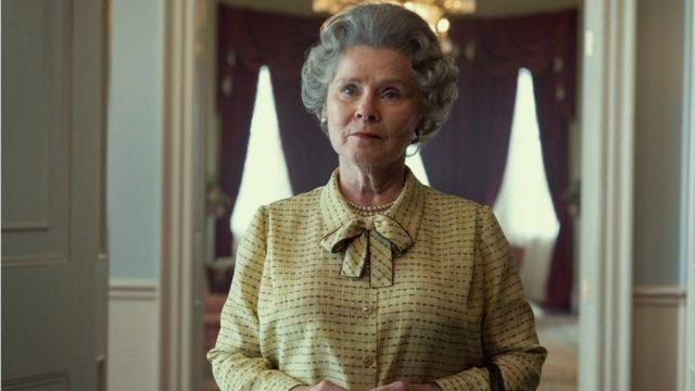 Imelda Staunton The Crown Kraliçe II. Elizabeth